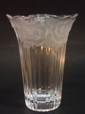 Antiguo vaso de cristal Art Deco al estilo Lalique