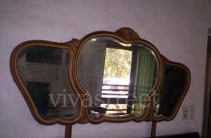 Comoda frances con 4 puerta con su espejo tritico