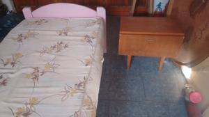 Juego de dormitorio de 1 plaza, cama colchon y mesa de luz