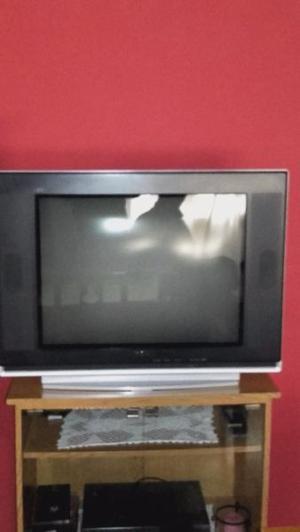 Vendo Television en Excelente Estado y Mesa de Tv