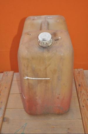 vendo bidón apto para combustibles 20 litros, usado en buen