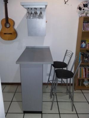 Bar/ Barra con copero, Cava y sillas