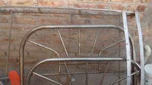 Cama de hierro y sillón cama de hierro