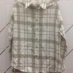 Camisa Vitamina, excelente calidad, escoses en blanco y