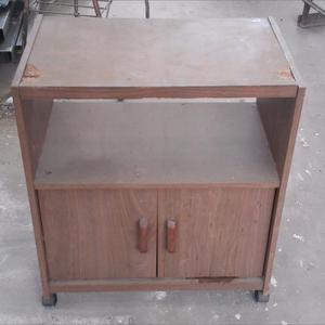 Mesa (con ruedas) para tele con estanteria doble (una con