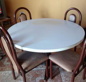 Mesa redonda de formica y 4 sillas