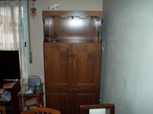 Mueble aparador enchapado en cedro excelente estado