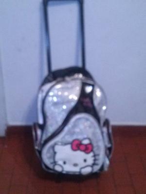 mochila de hello kitty original, en muy buen estado, muy