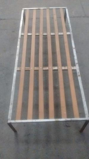 Cama 1 plaza madera y hierro