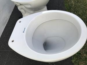Inodoros lavatorios bides ferrum linea posot class for Videt o bidet