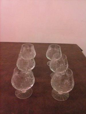 Juego de copas antiguas de vidrio tallado