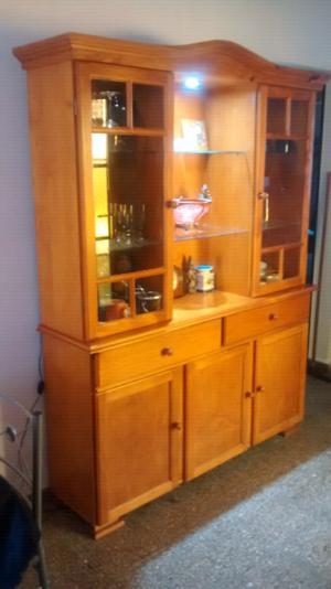 Mueble de aglomerado y pino usado