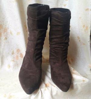 botas de gamuza marron