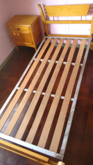 Cama y mesa de luz guatambu