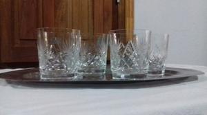 Vasos de whisky de cristal tallados.
