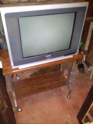 """tv hyundai 21""""excelente con mesa"""