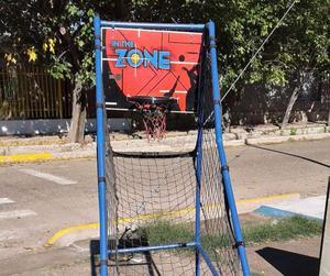 Aro de basquet con contador electrónico y pelotas