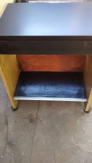 mesa TV con 1 cajon y rueditas