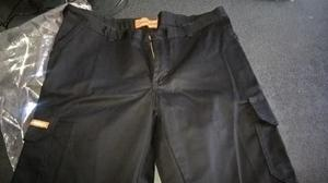 pantalon negro talle 40 con bolsillos para trabajar
