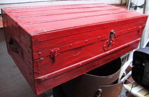 Antiguo baúl de madera y chapa- Buen estado- Vintage