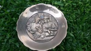 Antiguo plato de bronce