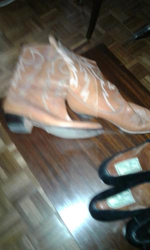 Botas y zapatos con taco