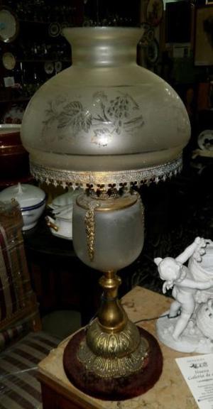 Làmpara de mesa de bronce y vidrio