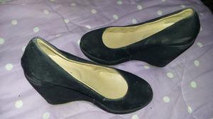 Zapatos negros gamuzados