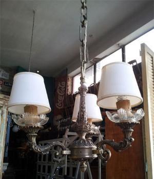 araña de estilo de tres luces con cadena y florón labrados