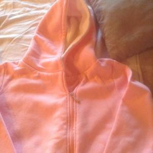 campera, buzo rosa con corderito en capucha, bolsillos,