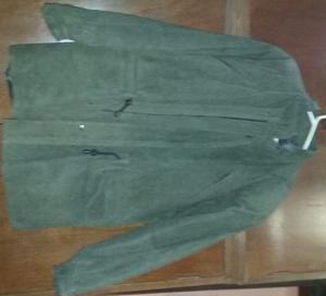 Campera de gamuza verde seco talle 52 con 4 bolsillos