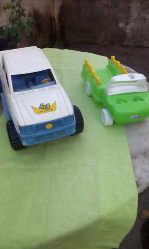 Vendo camioncito y 4 x 4 de plástico