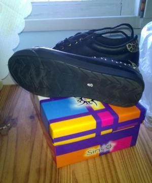 Zapatillas de mujer.