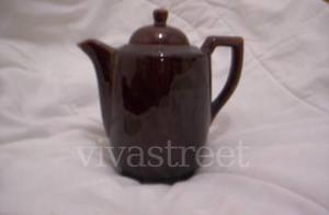 cafetera / tetera,ceramica marron oscuro$150