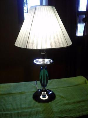 Lampara de Mesa con esfera de vidrio y niquel con pantalla