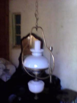 Colgante antigua bronce y tulipas de fino vidrio $400.