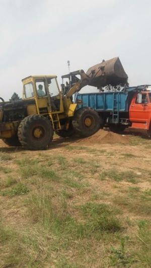 Vendo camion volcador y cargadora klia200 en buen estado