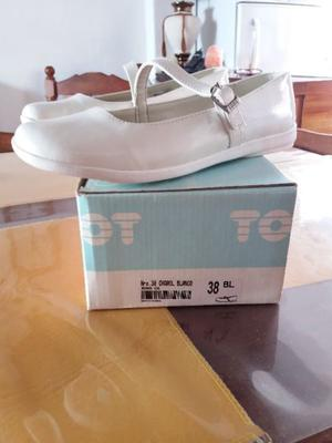 Zapatos de charol blanco ideal comunión.