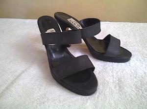 sandalia negra con plataforma!!!