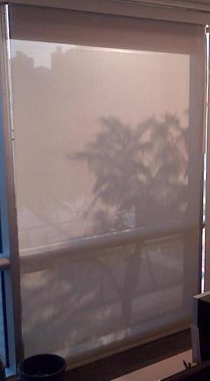 2 Cortinas Sunscreem. 1 de 0,80 x 2,5 mts y otra por 1,40 x
