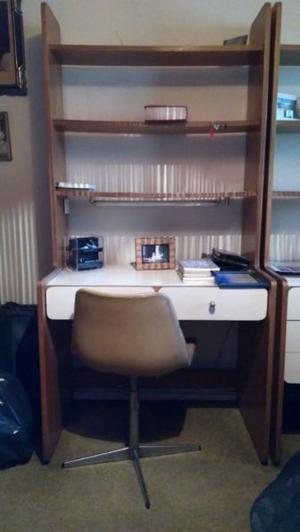 2 Estantería/Escritorio con estantes en la parte superior y