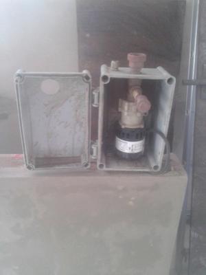 Bomba de agua con caja