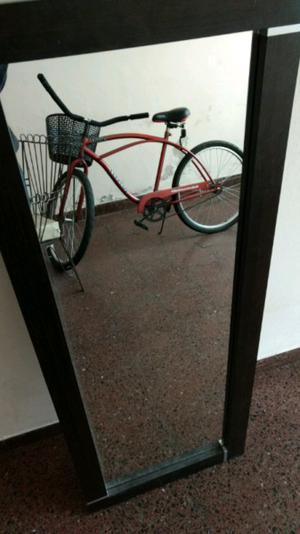 Vendo espejo con marco de madera