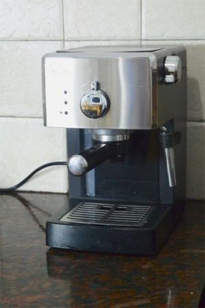 Cafetera Express Phillips Saeco Poemia