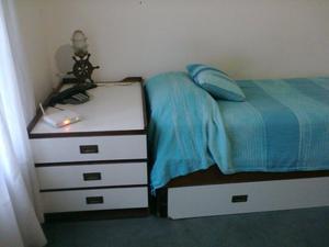 Juego de dormitorio estilo marinero, Con escritorio