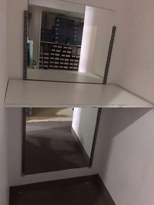 Lote de 8 estantes y 2 espejos
