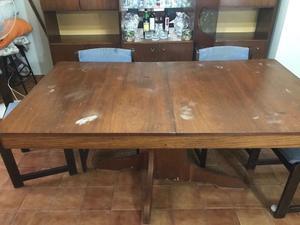Mesa de madera extensible y 6 sillas