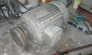 Motor eléctrico trifásico.