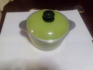 Olla essen 28 cm color verde manzana + set de utensilios de
