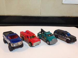 10 autos hot wheels + rampa lanzadora